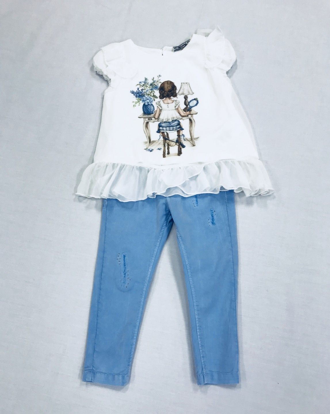 WHITE BLOUSE AND LIGHT BLUE JEANS 2-PIECE SET. SIZES 2-5.